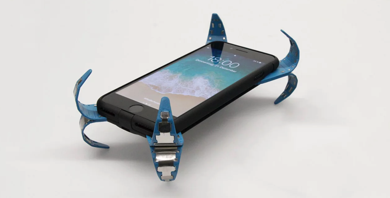 """Student Invents a """"Mobile Airbag"""" That Deploys When a Device is Dropped"""